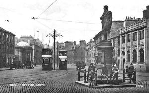 0_post_card_views_unidentified_crich_02_15_1950_burns_statue_leith_067154